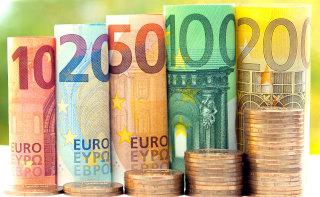 V tulce zviti bankovci evrov